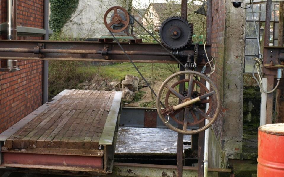 Teil der alten Mühlenanlage vor dem Wehr in Dorfmark